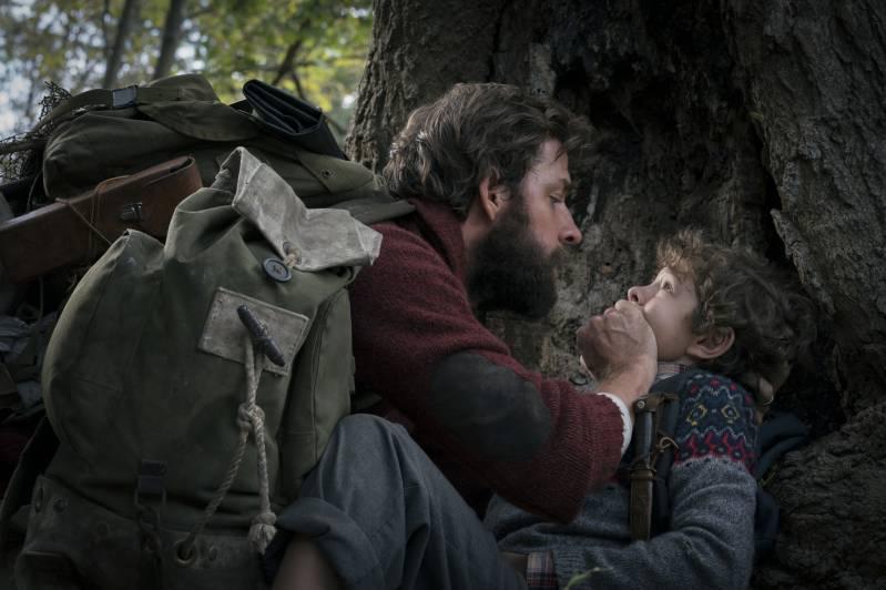 John Krasinski en Noah Jupe in A Quiet Place © 2018 Foto Jonny Cournoyer | Paramount Pictures
