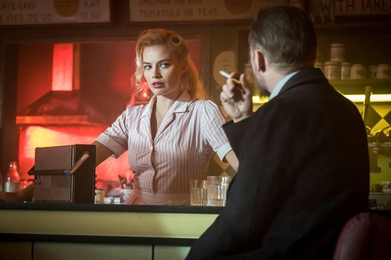 Margot Robbie en Simon Pegg in Terminal